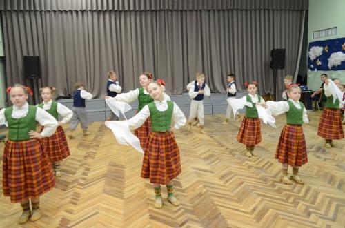 Tautas deju sadancis Vārkavas vidusskolā