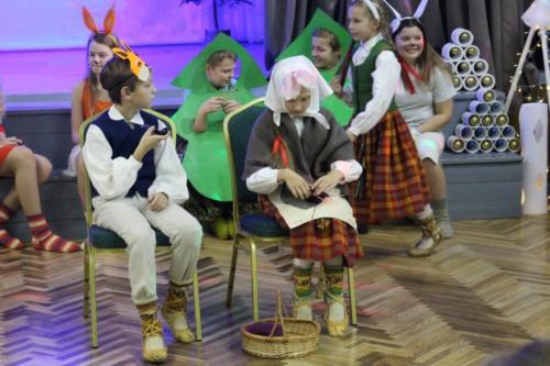"""1.-7. klašu Ziemassvētku pasākums """"Sidraba egle"""""""